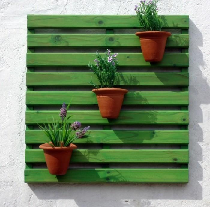 palet-color-verde-llamativo-colgado-pared