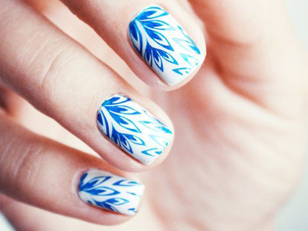 uñas de porcelana azules