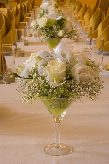 como-hacer-centros-de-mesa-para-bodas-con-rosas