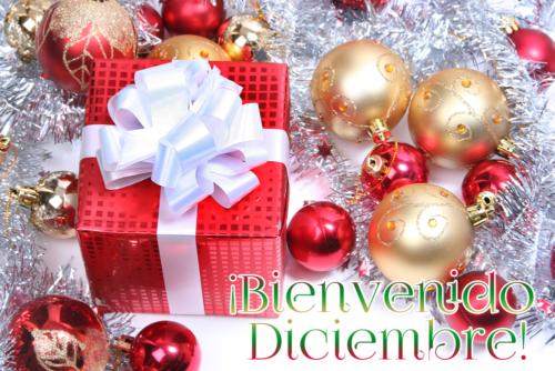 bienvenido-diciembre-postal-navidena-esferas-2