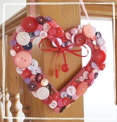 Manualidades-del-Dia-de-los-Enamorados-Corazón-de-botones