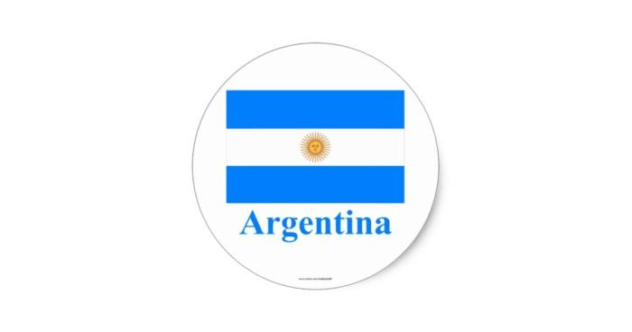 bandera_de_la_argentina_con_nombre_pegatina_redonda-ra5f2fc765fcc47589261e0fc018caf0a_v9waf_8byvr_630