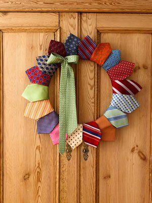 manualidad-corona-navidad-con-corbatas